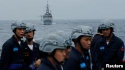资料照:台湾基隆号导弹驱逐舰和海军舰艇在花莲附近参加军事演习。(2019年5月22日)