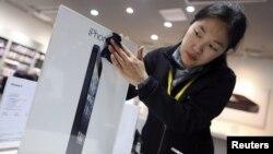 Apple también anunció su intención de expandir sus proyectos en la industria de energía renovable a los centros de producción en China. iPhone 5 in China