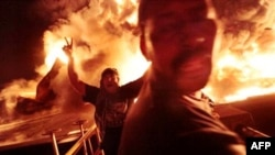 Naftni rezervoari u Misrati u plamenu posele granatiranja Gadafijevih snaga
