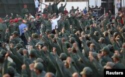 니콜라스 마두로 베네수엘라 대통령이 14일 베네수엘라 카티아 라 마르에 있는 해군 기지를 방문했다.