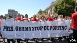 Representantes de diversas organizaciones participan de una marcha por la reforma migratoria lo que consideran un último esfuerzo para demostrarle al gobierno lo que necesita la comunidad inmigrante indocumentada. [Foto: Alejandro Escalona, VOA].