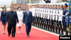 South Korean President Moon Jae-in and North Korean leader Kim Jong Un attend an official welcome ceremony at Pyongyang Sunan International Airport, in Pyongyang, North Korea, September 18, 2018.