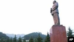 湖南韶山1993年建成的10米高毛泽东像