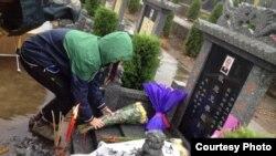 香港社运人士5月4日祭奠李旺阳 (公民小彪推特图片 )