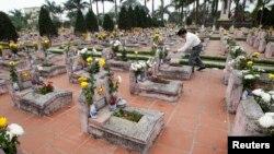 Nghĩa trang các liệt sĩ trong chiến tranh biên giới Việt-Trung 1979 bên ngoài thủ đô Hà Nội.