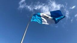 Los guatemaltecos decidirán en segunda vuelta electoral el domingo 11 de agosto de 2019 a quien liderará la nación. Dos candidatos se disputan el cargo.