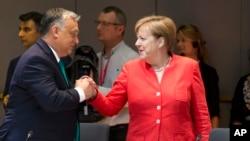 Viktor Orban i Angela Merkel (arhivska fotografija)