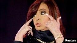 Horas antes el domingo, la presidenta Cristina Fernández había anticipado que dentro de muy pronto iba a ser abuela.