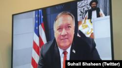 امریکی وزیر خارجہ مائیک پومپیو طالبان رہنما ملا عبدالغنی برادر سے ویڈیو کانفرنس کر رہے ہیں۔