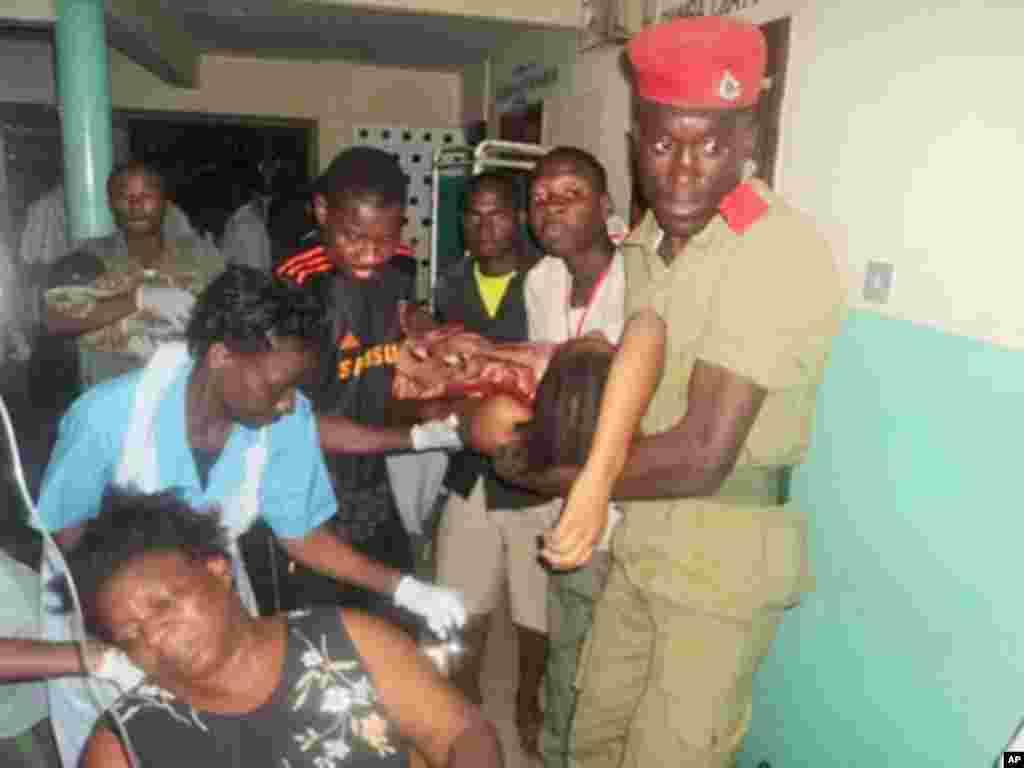 Muathiriwa akifikishwa kwenye hospitali ya Amana