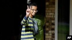 Ahmed Mohamed, 14-ogodišnjak stiže kući u Irving u Teksasu, 17. septembra 2015.