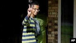 احمد محمد دانش آموز مسلمان که سال گذشته به خاطر ساخت ساعتی دستساز دستگیر شده بود.