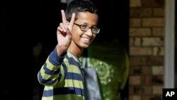 La demanda fue presentada en nombre Ahmed Mohamed, de 14 años, el muchacho genio que fabricó un reloj que fue confundido con una bomba.