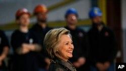 Desde hace varios días Clinton ha estado dirigiendo sus ataques verbales contra Trump, pese a aún no es la nominada de su partido.