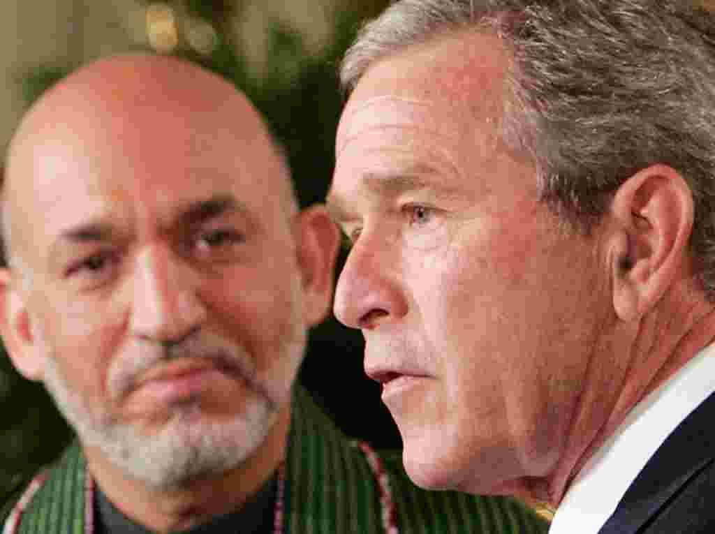 ۲۳ مه ۲۰۰۵- در جریان دیدار حامد کرزی از واشنگتن، او و جورج بوش، رییس جمهوری آمریکا اعلامیه مشترکی امضا می کنند و بر مشارکت استراتژیک بین ایالات متحده امریکا و افغانستان بار دیگر تاکید می کنند.
