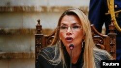 Presidente Jeanin Añez acusa-os de ajudar antigos governantes
