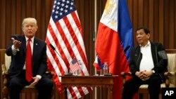 Tổng thống Mỹ Donald Trump trong cuộc gặp với người đồng nhiệm Philippines Rodrigo Duterte.