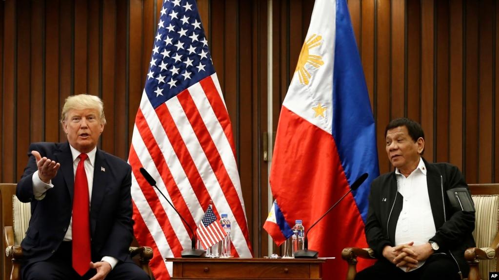 Tổng thống Hoa Kỳ Donald Trump và Tổng thống Philippines Rodrigo Duterte trại Manila, ngày 13/11/2017.