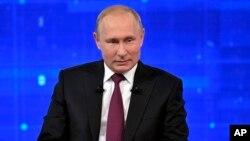 Presiden Rusia Vladimir Putin memperingatkan AS agar tidak menggunakan kekuatan militer terhadap Iran.