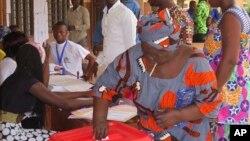 Wasu masu kada kuri'a a kasar Benin