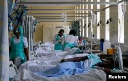 Suasana di salah satu bangsal Rumah Sakit Nasional Kenyatta di Nairobi, Kenya, 19 Juli 2017. (Foto: dok)