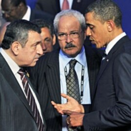 US President Barack Obama (R) speaks with Egyptian PM Essam Sharaf (L) at the G8 summit in Deauville, France, May 27, 2011