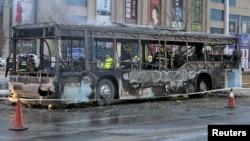 Un bus calciné par un incendie, à Yinchuan, dans la région autonome de Ningxia Hui, en Chine, 5 janvier 2016.