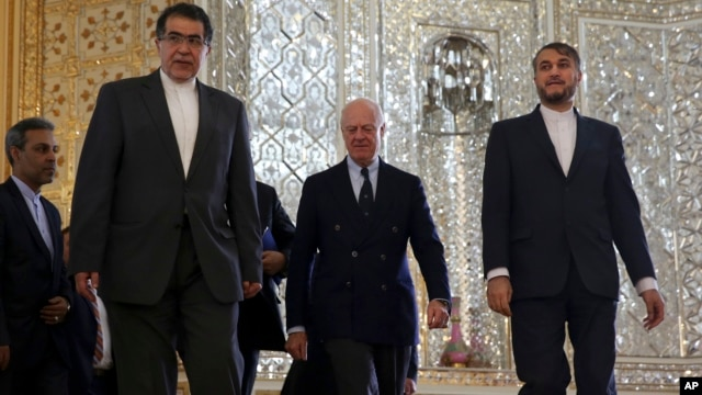 U.N. Special Envoy for Syria, Staffan de Mistura, center, arrives for a meeting with Iranian Foreign Minister Mohammad Javad Zarif, as he is accompanied by deputy Foreign Minister, Hossein Amir Abdollahian, right, in Tehran, Iran, Jan 10, 2016.