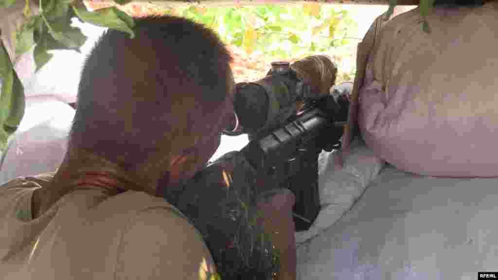 """Снайпер у відставці вирішив повернутись до армії, коли побачив телевізійний сюжет про втрати українського війська у боях із сепаратистами. 58-річний снайпер, який використовує позивний """"Клим"""" тепер воює пліч-о-пліч із молодшими вояками на Донбасі."""
