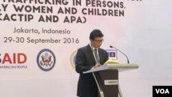 Ari Dono Sukmanto, Ketua Senior Official Meeting on Transnational Crime (SOMTC) dan Kepala Badan Reserse dan Kriminal Mabes Polri memberikan penjelasan soal kasus perdagangan orang di kawasan ASEAN di Hotel Le Meridien, Jakarta (29/9).