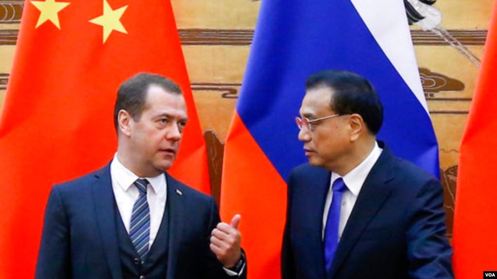 資料照片:中國總理李克強與俄羅斯總理梅德韋傑夫11月1號在北京會晤。