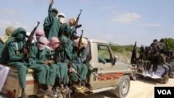 Para anggota militan Islamis Al-Shabab di Somalia.