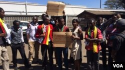 Protesters outside a Harare magistrates court in Harare demanding the release of Linda Masarira.