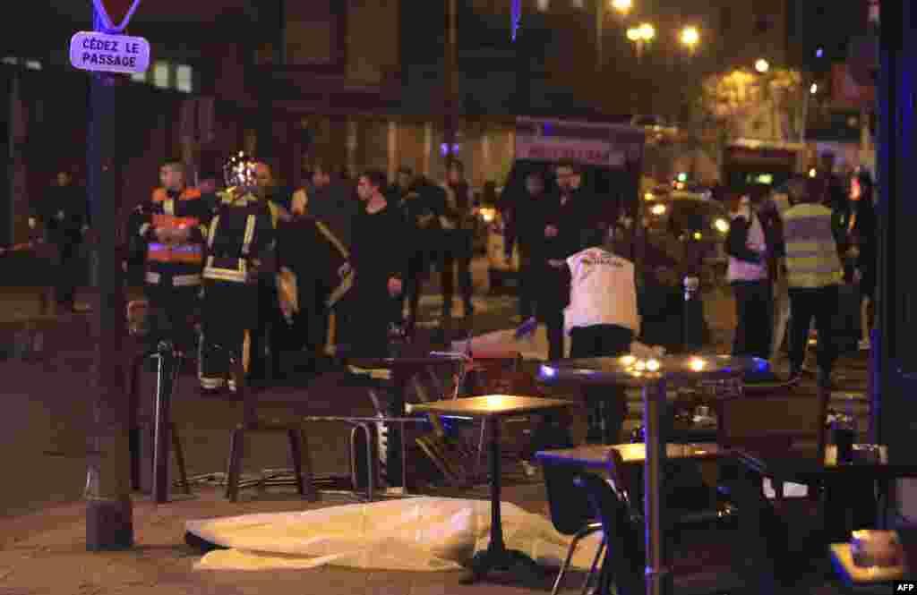 فرانس کے دارالحکومت پیرس میں دہشت گردوں کے حملوں میں 120 سے زائد افراد ہلاک ہو گئے ہیں۔