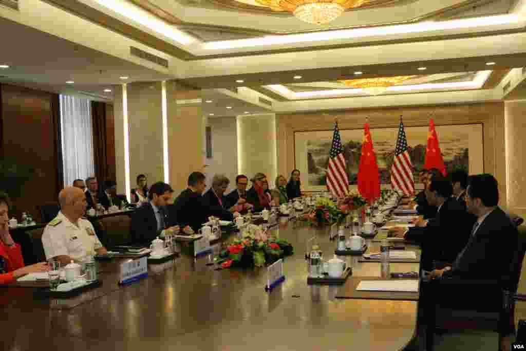 中美双方举行会谈(美国之音莉雅拍摄)
