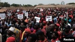 Des manifestants contre un accord de défense controversé conclu avec les Etats-Unis à Accra, Ghana, 28 mars 20148.