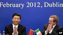20일 아일랜드 더블린에서 열린 무역토론회에 참석한 시진핑 중국 국가부주석(왼쪽)과 엔다 케니 아일랜드 총리.