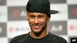 HLV đội tuyển Olympic Alexandre Gallo có kế hoạch tuyển Neymar làm một trong 3 cầu thủ cao hơn 23 tuổi được phép có mặt trong đội hình của Brazil ở Rio 2016.