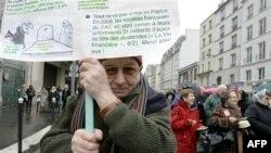 Radnici u Francuskoj protestuju zbog plana o pomeranju starosne granice za odlazak u penziju.