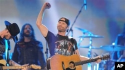 Dierks Bentley performing at the American Country Awards in 2012.