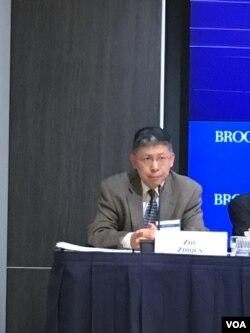 美国宾州巴克内尔大学(Bucknell University)中国研究所所长和国际关系与政治学副教授的朱志群博士