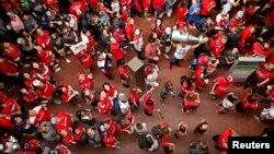 Болельщики хоккейной команды Washington Capitals едут к месту парада в честь победы команды. Вашингтон, США. 12 июня 2018 г. Mandatory Credit: Peter Casey-USA TODAY