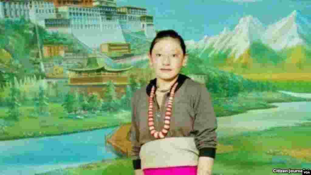 ນາງ Tamding Tso ແມ່ ໄວ 23 ປີ ໄດ້ຈູດເຜົາຕົນເອງໃນເມືອງ Rebkong ທາງພາກຕາເວັນອອກຂອງທິເບດ ໃນວັນທີ 8 ພະຈິກ 2012. ພວກເຫັນເຫດ ການກ່າວວ່າ ໃນຂະນະທີ່ນາງຈູດເຜົາຕົນເອງຢູ່ນັ້ນນາງໄດ້ຂໍຮ້ອງ ໃຫ້ອົງດາໄລລາມະກັບຄືນມາທິເບດ.