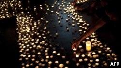 Dân chúng Na Uy đốt nến tưởng niệm các nạn nhân vụ tấn công