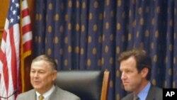 共和黨聯邦眾議員羅拉巴克(左)、民主黨聯邦眾議員卡納漢(右)在聽證會上。