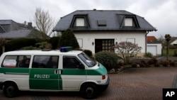 德国警察搜查坠机副驾驶岁的安德里斯·卢比茨的公寓。