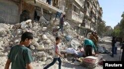 ویرانه های به جا مانده از بمباران حلب توسط هواپیماهای ارتش سوریه در هفته گذشته