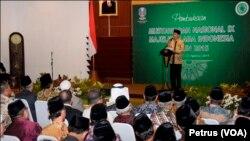 Presiden RI Joko Widodo membuka Munas IX MUI di Gedung Negara Grahadi, Surabaya, Selasa 25 Agustus 2015 (Foto: VOA/Petrus).
