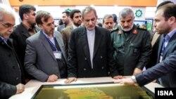 اسحاق جهانگیری در کنار عبادالله عبداللهی فرمانده قرارگاه سازندگی خاتم