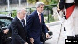 Waziri wa mambo ya nje wa marekani John Kerry na mwenzake wa ufaransa Jean Marc Ayrault katika picha